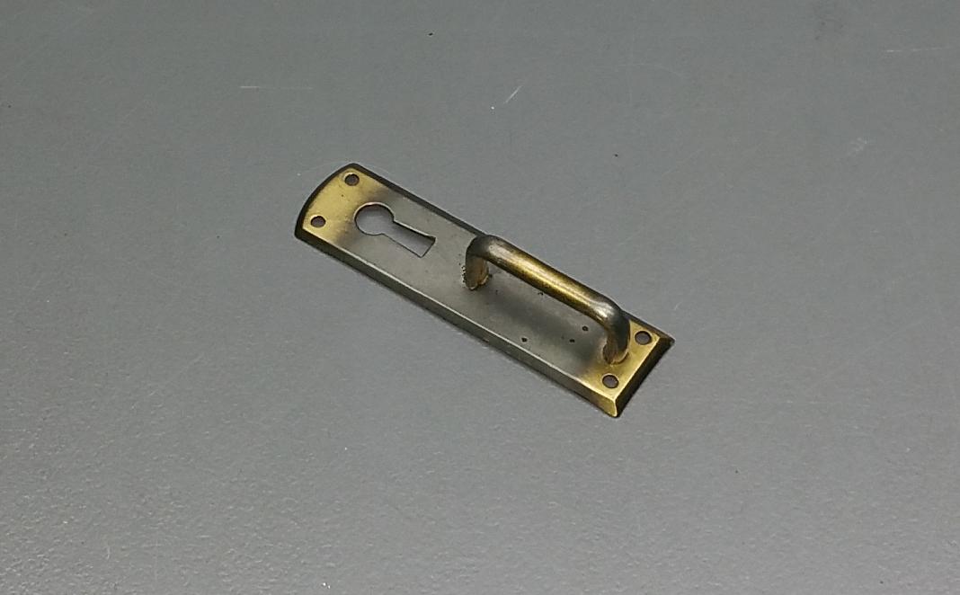 Alte Messing Schlüsselblende Möbelbeschlag Schlüsselschild M006 7,0 cm