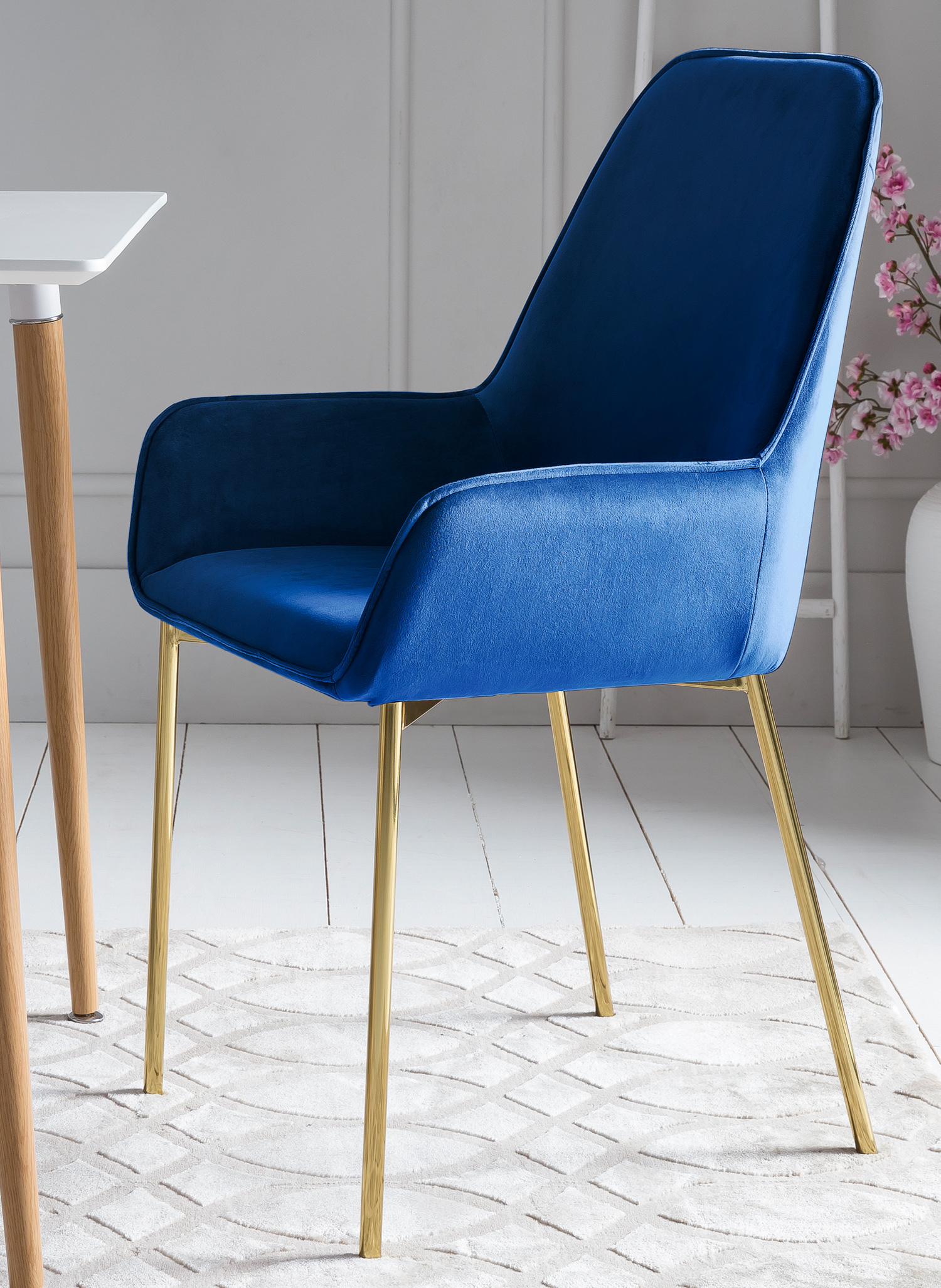 Details zu 2 x Esszimmerstuhl Polsterstuhl blau Samt Armlehnen Messing Standbeine LINNEA